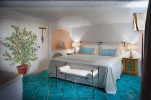 Heritage Deluxe Suite, King Bed, Courtyard View, Balcony