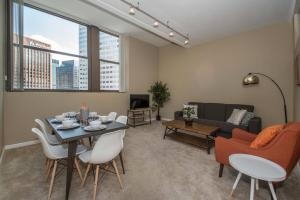 obrázek - Spacious + Relaxing 2BR near Playhouse Square
