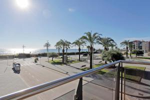 obrázek - PINEDA BEACH ★ Impresionantes vistas. Apartamento de diseño frente al mar. FREE WIFI. 6PAX.