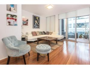 Spacious Bondi Flat with City Views - Centennial Park