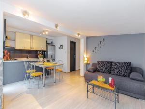 Holiday Apartment Novi Vinodolski 04, Apartmanok  Novi Vinodolski - big - 14
