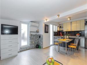 Holiday Apartment Novi Vinodolski 04, Appartamenti  Novi Vinodolski (Novi) - big - 15