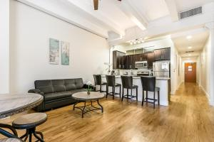 obrázek - Beautiful condo steps from French Quarter and Bourbon St