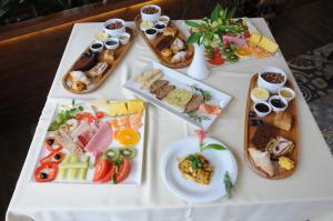 Hotel Boutique Restaurant Gloria, Отели  Тирана - big - 77