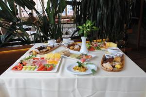 Hotel Boutique Restaurant Gloria, Отели  Тирана - big - 75