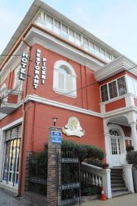 Hotel Boutique Restaurant Gloria, Отели  Тирана - big - 72