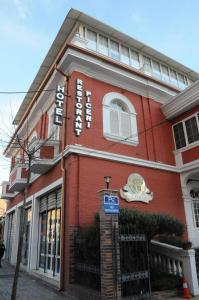 Hotel Boutique Restaurant Gloria, Отели  Тирана - big - 81
