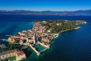 Ciao Sirmione Lake view Apartment - AbcAlberghi.com