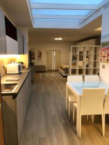ANDREA LUXURY APARTMENTS Strada Maggiore Suite - AbcAlberghi.com