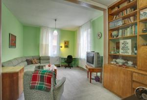 Retro Friendly Old Town House with a Garden