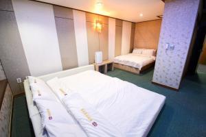 Tongyeong Tourist Hotel, Szállodák  Thongjong - big - 10
