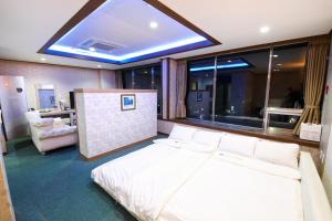 Tongyeong Tourist Hotel, Szállodák  Thongjong - big - 32