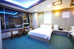 Tongyeong Tourist Hotel, Szállodák  Thongjong - big - 9