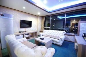 Tongyeong Tourist Hotel, Szállodák  Thongjong - big - 42