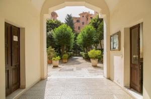 Caracciolo Vatican Home