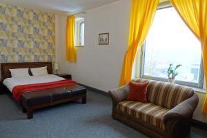 Hotel Flora Kuchnia I Wino Tychy Poland J2ski