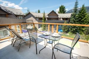 1 Bedroom Modern Townhome with Outdoor Hot Tub &Pool - Hotel - Whistler Blackcomb