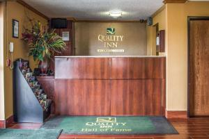Quality Inn Hall of Fame, Hotely  Canton - big - 21