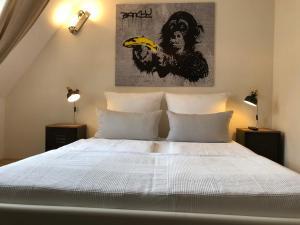 obrázek - Design Apt. who killed the monkey?