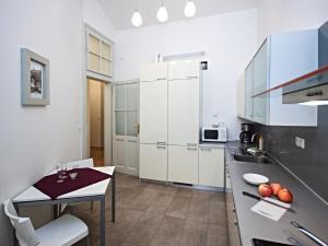 Apartment Riverbank-6