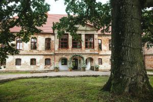 """Pałac Wielka Wieś - """"Pałac pod Dębem"""""""