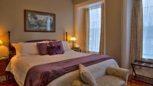 Sir Isaac Brock B&B Luxury Suites - Accommodation - Brockville