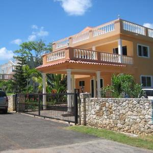 Villa, 4 bedrooms, private pool, garden, ocean view. Security 24/7.