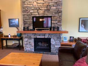 Pinnancle Ridge by Fernie Central Reservations - Apartment - Fernie