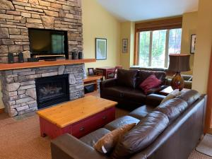 Pinnancle Ridge by Fernie Central Reservations - Apartment - Fernie