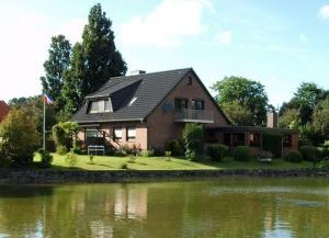 Ferienwohnung-Dorette-in-Stakendorf-mit-Blick-ueber-den-Dorfteich - Köhn