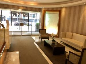 Altitude Suites Yorkville by Teristo