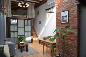 Old French Concession Shikumen Apartment, Apartments  Shanghai - big - 15