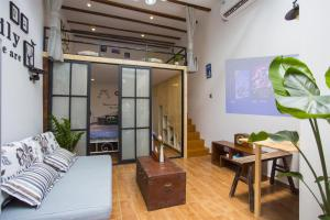 Old French Concession Shikumen Apartment, Apartments  Shanghai - big - 40