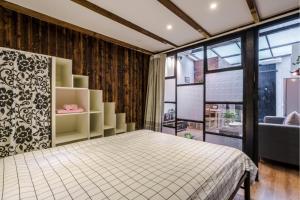 Old French Concession Shikumen Apartment, Apartments  Shanghai - big - 20