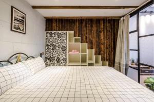 Old French Concession Shikumen Apartment, Apartments  Shanghai - big - 19