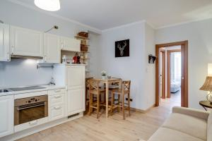 Apartment with wooden forniture in City Life - AbcAlberghi.com