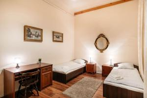 Big room - 4 minutes from Market :)