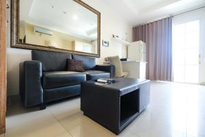 Spacious 2BR Bellezza Apartment By Travelio