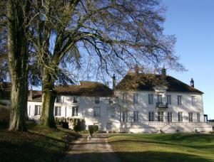 Location gîte, chambres d'hotes Le Chateau de Prauthoy dans le département Haute Marne 52