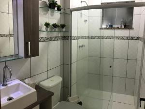 Apartamento com clube privativo, Apartmány  Cabo Frio - big - 35