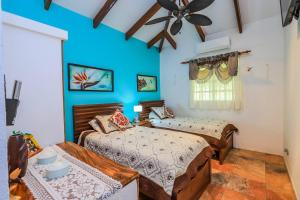 Casa Colibri, Very Unique 3 Bedroom, 3 Bath, Private Pool & More! Beach Walk Santa Cruz