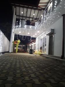 White Wall Hotel - Ranala