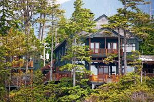 Middle Beach Lodge - Accommodation - Tofino