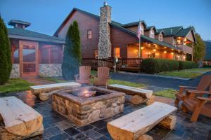 Berry Springs Lodge - Accommodation - Sevierville