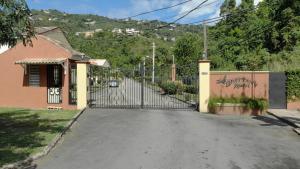 Brittany Manor Retreat - Tunbridge