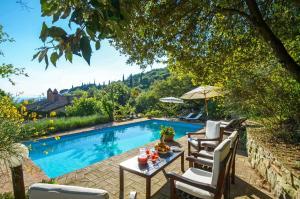 Corgna Villa Sleeps 9 Pool Air Con WiFi - AbcAlberghi.com