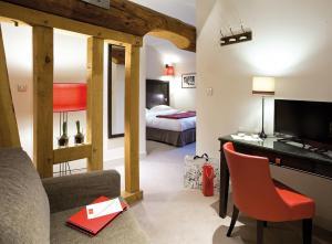 Location gîte, chambres d'hotes Hôtel Le Griffon d'Or dans le département Ain 1