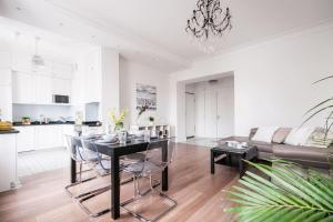 oompH Dobra Warsaw Central Luxurious 3 Bedroom Apartment