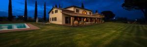 Ranciano Villa Sleeps 18 Pool Air Con WiFi - AbcAlberghi.com