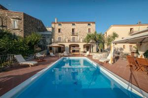 Vibonati Villa Sleeps 14 WiFi - Caselle in Pittari